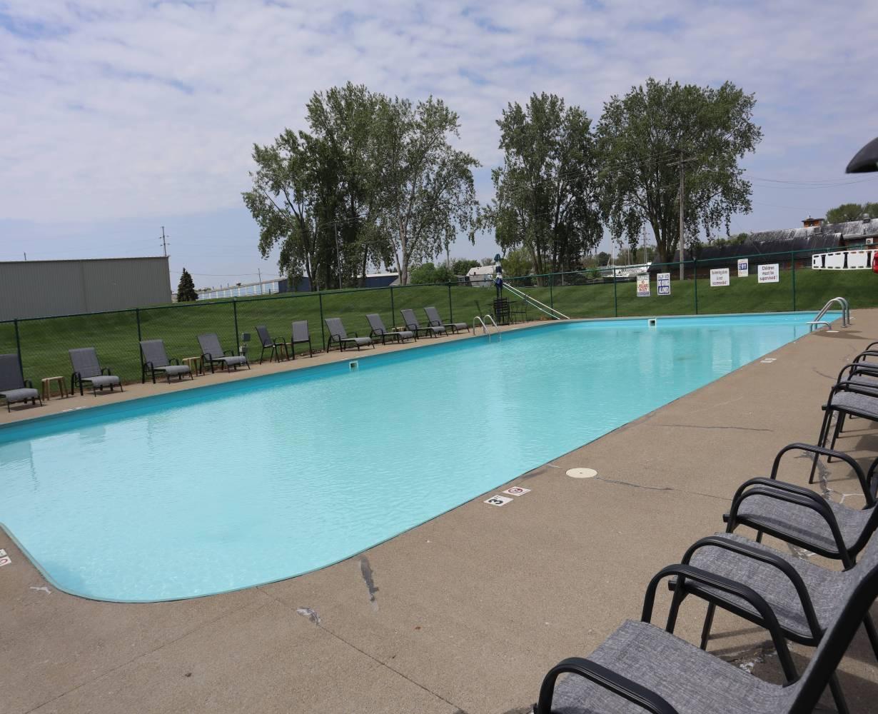 son-rise-marina-sandusky-ohio-gallery-pool-6