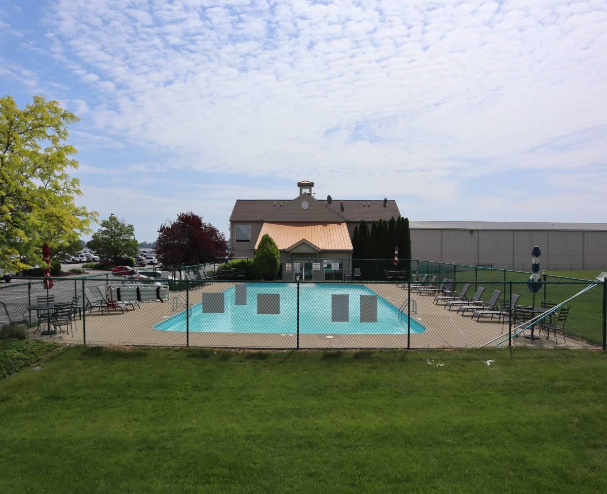 son-rise-marina-sandusky-ohio-gallery-pool-7